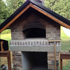 Gable Roof Wood-Fired Outdoor Brick Pizza Oven by The Gyomber Family and BrickWood Ovens Brick Oven Outdoor, Outdoor Fireplace Kits, Pizza Oven Outdoor, Outdoor Fireplaces, Diy Pizza Oven, Pizza Ovens, Outdoor Kitchen Design, Outdoor Kitchens, Outdoor Rooms