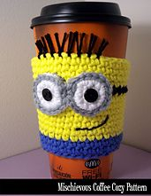 Mischievous Minon Coffee Cozy - crochet pattern - since Hudson told me about Minions - now I see them all over! Coffee Cozy Pattern, Crochet Coffee Cozy, Crochet Cozy, Crochet Motifs, Crochet Gifts, Cute Crochet, Crochet Patterns, Cozy Coffee, Coffee Break