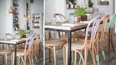 Café Hally's Londres décoration Alexander Waterworth Interiors - Fauteuil en bois et couleurs pastel