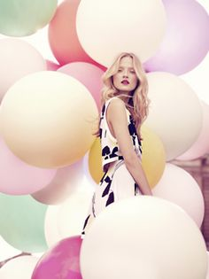 Fashion photography Metro photography thinks that this is a brilliant example of balloons being used in a beautiful way