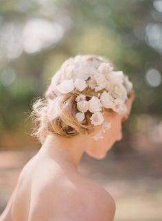Handmade lace blossoms comb by @K D Eustaquio @ {Twigs and Twirls} & Honey - Photo: @Elizabeth Lockhart Lockhart Lockhart Messina