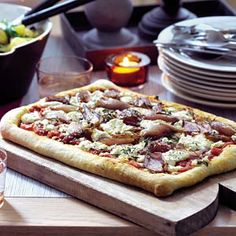 Recept - Plaatpizza met sjalotjes en geitenkaas - Allerhande