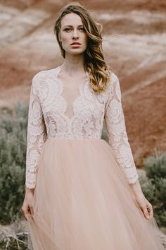 Elizabeth Dye 2016 wedding dress collection @weddingchicks