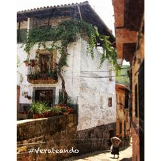 Pueblo conjunto histórico artístico de la comarca de la Vera. Pasarón está a caballo entre la Vera y el Jerte.