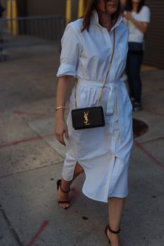 Check out all of the best designer bags from street style outside of days 7 and 8 of New York Fashion Week. Ysl Kate Bag, Ysl Bag, Street Style 2016, Street Style Women, Chic Outfits, Spring Outfits, Yves Saint Laurent, Saint Laurent Sneakers, Best Designer Bags