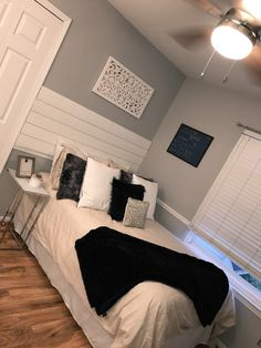 Teen Girl Bedrooms - Basic to truly comfortable bedroom decor inspirations. Kindly Examine the pin example 7155343677 today. Teen Bedroom Designs, Room Ideas Bedroom, Small Room Bedroom, Home Decor Bedroom, Stylish Bedroom, Aesthetic Bedroom, Dream Rooms, Luxurious Bedrooms, House Rooms