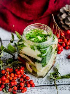 Syrop będący połączeniem wyciągu z roślin podnoszących odporność i działających antybakteryjnie oraz miodu. Home Remedies, Natural Remedies, Polish Recipes, Junk Food, Fresh Rolls, Healthy Habits, Food Art, Health And Beauty, Cucumber