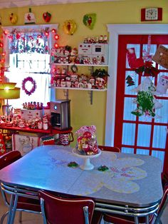 I want this kitchen!!!! It is amazingly & wonderfully tacky! I ♥ it!!!