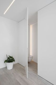 deur geïntegreerd in de wand Bathroom Design Luxury, Bathroom Interior, Minimalist Bathroom Design, White Bathroom, Door Design, House Design, Interior Architecture, Interior Design, Minimalist Apartment