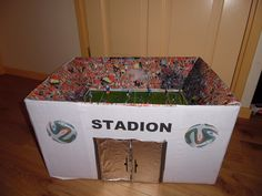surprise voetbalstadion Crafts, School Kids, Milan, Celebrities, Olympic Games, Olive Tree, Art Education Lessons, Carton Box, Gifts