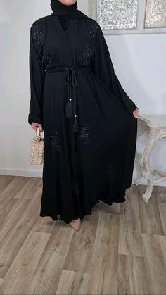 Mode Abaya, Mode Hijab, Abaya Fashion, Muslim Fashion, Fashion Show Dresses, Fashion Outfits, Hijab Style Dress, Abaya Designs, Hijab Fashion Inspiration