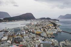 Premier jour sur l'express côtier Hurtigruten et première escale à Ålesund, la plus belle ville Art nouveau de la Scandinavie.