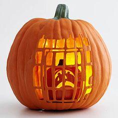 Calabaza de halloween encerrada en calabaza. Pumpkin Within a Pumpkin