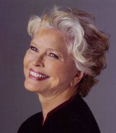 Ellen Burstyn (born December 7, 1932) is an American actress. Her career began in theatre during the late 1950s, and over the next decade included several films and television series.Burstyn's performance in the acclaimed 1971 ensemble drama The Last Picture Show brought her first Academy Award for Best Supporting Actress nomination, after which she moved from supporting to leading film and stage roles. (wiki)