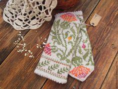 Knitted Mittens Pattern, Knit Mittens, Mitten Gloves, Fingerless Mittens, Wrist Warmers, Fair Isle Knitting, Paper Flowers, Christmas Stockings, Tatting