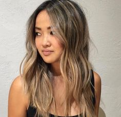Most up-to-date Screen Hair color asian Thoughts, Face framing highlights All of the hair colour trends 2019 to inspire you to move your hair for this. Asian Hair Highlights, Blonde Asian Hair, Hair Color Asian, Brown Blonde Hair, Light Brown Hair, Asians With Blonde Hair, Asian Ombre Hair, Asian Ash Brown Hair, Honey Brown