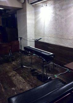 本日は、大変お楽しみな、伊東ミキオくん、渡辺シュンスケくん、ヤマグチユキノリくん、という鍵盤3人のイベントです。リハーサル中ですが、すでに楽しい~!客席にもピアノがありますよ~