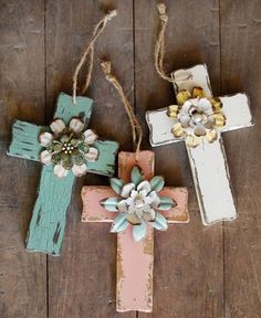 Image from http://img.loveitsomuch.com/uploads/201411/01/di/diy%20cute%20wooden%20crosses%20gift%20with%20handmade%20flowers%20-%20crafts%20hanging%20decor-f19244.jpg.