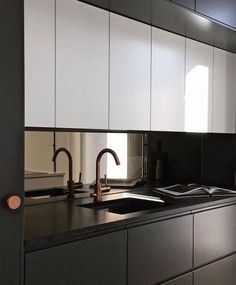 31 Nice Black And White Kitchen Design Ideas With Modern Style - Over the years, many different themes of decorating have come and gone. Considering all the rooms in a home, the kitchen design is one of the most imp. Black Kitchens, Interior, Kitchen Decor, Kitchen Room Design, Kitchen Mirror, Home Kitchens, Modern Kitchen Design, Kitchen Design, Asian Home Decor
