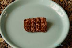 Doudou, maman, papa et moi: Tartelette citron meringuée ou chocolat ? Petite Meringue, Diy Crochet, Couture, Tableware, Desserts, Crochet Cake, Chocolate Color, Mom, Tailgate Desserts