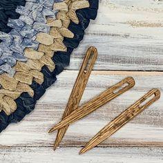 Toothbrush Rug, Rag Rug Diy, Macrame Plant Hanger Patterns, Homemade Rugs, Rag Rug Tutorial, Braided Rag Rugs, Quiet Book Patterns, Autumn Decorating, Handmade Wooden