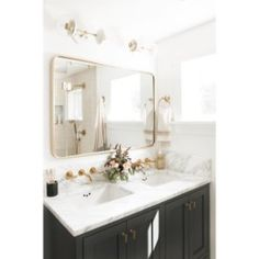 Beautiful bathroom decor tips. Modern Farmhouse, Rustic Modern, Classic, light and airy master bathroom design a few ideas. Bathroom makeover suggestions and master bathroom renovation a few ideas. Bathroom Interior Design, Home Interior, Kitchen Interior, Interior Livingroom, Interior Modern, Luxury Interior, Interior Ideas, Interior Styling, Bad Inspiration
