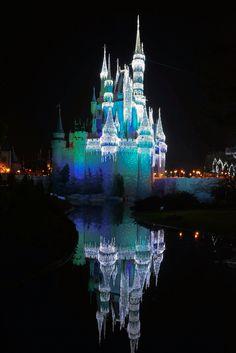 Reflection of Cinderella's Castle at Christmas - Walt Disney World's Magic Kingdom Walt Disney World Orlando, Disney World Magic Kingdom, Disney World Resorts, Disney Parks, Disney Planner, Vacation Planner, Fairytale Castle, Cinderella Castle, Fort Lauderdale