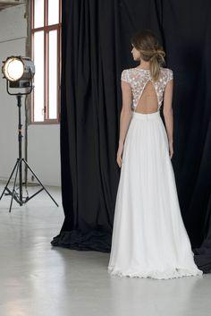 Robes de mariée sur Lambert Créations (ARLETTY), coupe a-line, décolleté illusion, long, avec manches