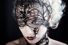 Photographer Alyz Photographies, Headpiece Jackie Tadéoni, Hair/Makeup ★FoxyChrys★, Model Inga