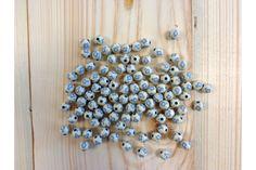 Χάντρες Γαλάζιος Σταυρός 28012  Ιβουάρ χάντρες με Γαλάζιο Σταυρουδάκι. Χρησιμοποιήστε τις σαν μια πρωτότυπη ενναλλακτική αντί για το κλασσικό σταυρουδάκι στα μαρτυρικά σας.Στολίσετε εύκολα και γρήγορα μπομπονιέρες, προσκλητήρια γάμου και βάπτισης, βαπτιστικές λαμπάδες, κουτιά, βιβλία ευχών, μαρτυρικά και λαδοσέτ, πασχαλινές λαμπάδες, συσκευασίες δώρων, εικαστικά κοσμήματα, και οποιαδήποτε άλλη χειροποίητη δημιουργία σας. Belly Button Rings, Stud Earrings, Jewelry, Jewlery, Bijoux, Studs, Schmuck, Stud Earring, Jewerly