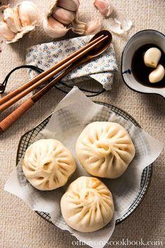 Addictive Kimchi Pork Steamed Buns | omnivorescookbook.com