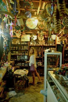 Es una tienda en Mexico. Hay mucas cosas en esta tienda. No hay muchos colores pero es bonita.