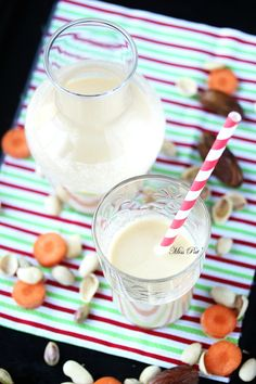 Vitamix Blender, Vegan Smoothies, Glass Of Milk, Html, Food, Milk, Pistachios, Carrots, Eten