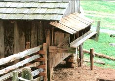 primitive chicken coop...    Museum of Appalachia