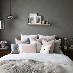 Love this gorgeous grey and pink bedroom! Image @decoride