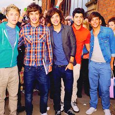 Louis needs a boat... :) Niall Horan, Liam Payne, Harry Styles, Zayn Malik, and Louis Tomlinson - One Direction <3