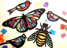 Deze coole kids activiteit brengt natuur binnen. Het is geweldig om naar te kijken de kinderen hun vormen ophangen en zie de zon shine van de kleuren. Kinderen van alle leeftijden zullen genieten van deze vaartuigen, zowel als volwassenen.  Ik oorspronkelijk gemaakt deze vlinders afgelopen winter voor een peuterspeelzaal activiteit. Na het zien van vlinders en vogels in de botanische tuinen, vervaardigde we deze zon-catchers. Iedereen van hen zo veel hield, besloten heb ik om hen te bieden…