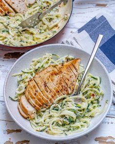 Easy Chicken Alfredo with Zoodles (Clean Eating &. Easy Chicken Alfredo with Zoodles (Cl Easy Chicken Alfredo with Zoodles (Clean Eating &. Easy Chicken Alfredo with Zoodles (Clean Eating & Anti-Inflammatory Recipe! Healthy Chicken Alfredo, Healthy Chicken Recipes, Healthy Snacks, Alfredo Chicken, Dinner Healthy, Vegan Alfredo, Alfredo Sauce, Recipe Alfredo, Easy Recipes