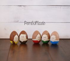 My Family Wooden Character Set (Customize!) by PembiMade on Etsy