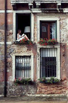 Reding in Venice