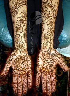 Stunning mehndi design <3