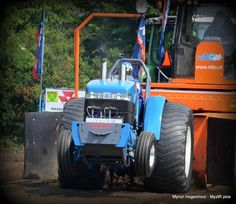 Truck And Tractor Pull, Tractor Pulling, Ford Tractors, Lawn, Monster Trucks, Racing, Big, Running, Auto Racing