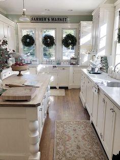 The Ultimate Modern Rustic Farmhouse Kitchen Cabinets Ideas Trick - walmartbytes White Farmhouse Kitchens, Farmhouse Kitchen Cabinets, Rustic Kitchen, Kitchen Countertops, New Kitchen, Home Kitchens, Kitchen Dining, Kitchen Decor, Rustic Farmhouse