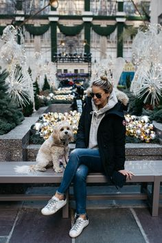 winter outfits new york Canada Goose Jacket Casual Winter Outfits, Cold Weather Outfits, Winter Outfits Women, Warm Outfits, Winter Fashion Outfits, Winter Dresses, Look Fashion, Dress Winter, Winter Clothes