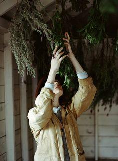 草花を乾燥させて作るドライフラワー。少しあせたような風合いが、自然な秋色を生み出します。