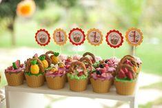 Imagine o lugar perfeito e o dia perfeito para um Picnic!   Foi assim essa festa de aniversário de 1 ano!     Para atender os 200 convidad...