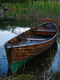 Nice old boat: Old Boats, Small Boats, Row Row Your Boat, The Row, Canoe Boat, Boat Art, Float Your Boat, Wooden Boats, Wooden Row Boat