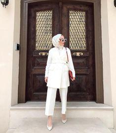 Pembenin en güzel tonu 🌸 Takım @berrstorecom Modern Hijab Fashion, Hijab Fashion Inspiration, Muslim Fashion, Modest Fashion, Niqab, Hijab Mode, Simple Hijab, Street Hijab, Dress Design Sketches