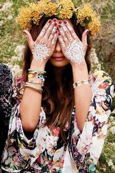 Boho look with henna and flower wreath! Hippie Style, Hippie Boho, Estilo Hippie, Happy Hippie, Gypsy Style, Jazz Festival, Festival Fashion, Bohemian Mode, Boho Chic