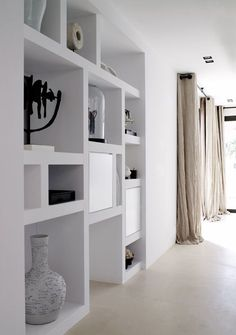 Living Room / Built-ins - Home Page Built In Shelves, Built Ins, White Shelves, Style At Home, Home Living Room, Living Spaces, Muebles Living, Home Fashion, Interior Styling